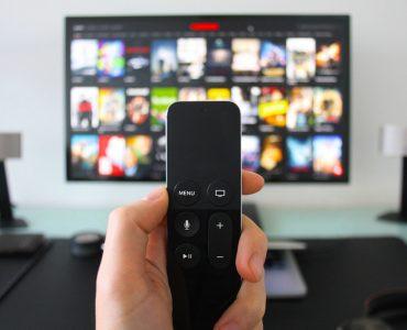 51_5029_watching-tv-netflix-on-apple-tv.jpg